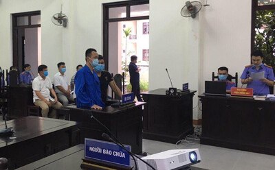 Đà Nẵng: Tài xế tông chốt kiểm dịch, chửi bới, phun nước bọt vào CSGT