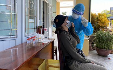 Nữ nhân viên cắt tóc ở Đà Nẵng mắc Covid-19, chưa rõ nguồn lây