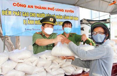 An Giang: Những chuyến xe mang tên 'Hạt gạo nghĩa tình với Nhân dân' của Công an tỉnh