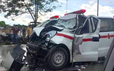 Mẹ sản phụ tử vong khi xe cứu thương đâm đuôi xe 'hổ vồ'