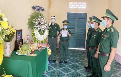 Kiên Giang: Bố vợ mất, không về quê chịu tang được, đồng đội lập bàn thờ vọng ngay tại Đồn cho anh bái vọng, tiễn biệt