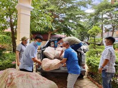 Truyền thông điệp ấm áp của người Bình Phước đến Sài Gòn - Bình Dương với các chuyến xe đầy ắp nông sản