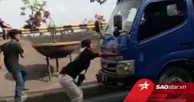 Thực hiện thử thách lao ra trước đầu xe tải, nam thanh niên phải trả giá bằng cả mạng sống