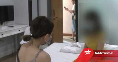 Ngủ khoả thân trong phòng khách sạn, hai cô gái sợ thót tim khi người đàn ông mở cửa vào phòng giữa đêm