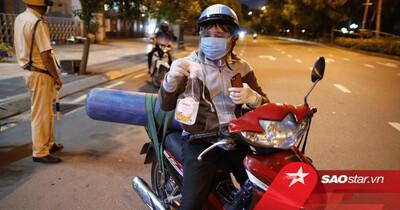 Cay khóe mắt câu chuyện người đàn ông ra đường sau 18h để chở bình oxy cứu con