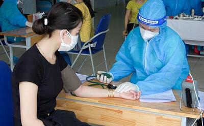 Cách kiểm soát huyết áp cao khi đi tiêm vắc xin Covid-19