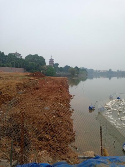 Huyện Quốc Oai đang tạo điều kiện cho vi phạm tại hồ Sốc II?