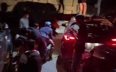 Video: Hàng chục cảnh sát chặn bắt chiếc ô tô chở ma túy và vũ khí 'nóng' như phim hành động