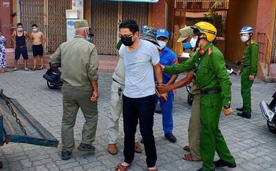 Một cán bộ ở Đà Nẵng xô xát với nữ nhân viên lấy mẫu xét nghiệm