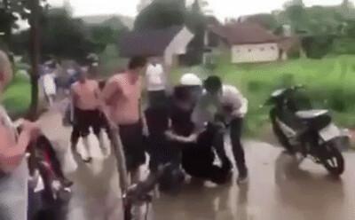 Vụ đến nhà bạn chơi thì bị chém vào cổ tử vong: Video bắt hung thủ giết người sau nhiều giờ bỏ trốn
