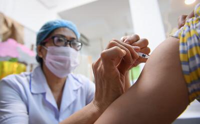 6 loại vắc xin COVID-19 được phê duyệt khẩn cấp tại Việt Nam