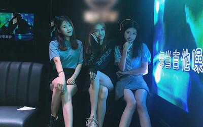Vừa xinh đẹp lại hát hay, 'hoa khôi' 13 tuổi của quán karaoke khiến các nữ đồng nghiệp ghen tị, lập mưu hại đời cô bé