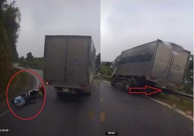 Vượt ẩu, xe tải gây họa cho xe máy rồi suýt lao xuống vực