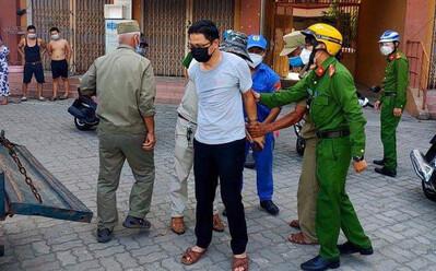 Vụ cán bộ văn phòng Đoàn ĐBQH và HĐND TP Đà Nẵng tát nữ nhân viên y tế: Cảnh cáo và giáng chức