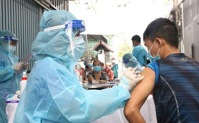 Những loại vắc xin Covid-19 đang được triển khai tiêm chủng tại TP HCM