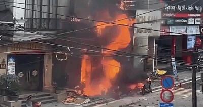 Video: Kinh hoàng tiếng nổ lớn phát ra liên tiếp từ cửa hàng ga đang bốc cháy dữ dội ở Lào Cai