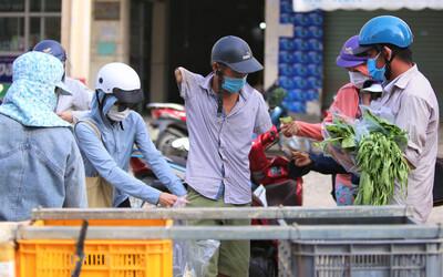 Giữa cơn 'bão giá', anh nông dân mất 2 tay bán rau sạch siêu rẻ cho bà con Đà Nẵng: 'Đâu phải làm giàu trong dịch bệnh'