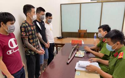 Mâu thuẫn ghi số đề, nhóm đối tượng bắt giữ thanh niên rồi đánh đập, cướp tài sản