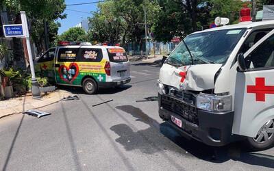 2 xe cứu thương tông nhau, F0 tử vong, điều dưỡng bị thương