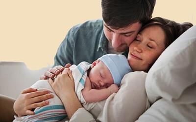 Chính sách có hiệu lực từ tháng 9: Thay đổi chế độ thai sản với lao động nam; Giảm 50% phí chuyển tiền liên ngân hàng