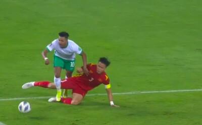 CĐV Đông Nam Á tiếc nuối vì Việt Nam thua ngược, cảm thán đầy buồn bã: 'Cầu thủ bị đuổi chơi rất hay từ đầu trận'