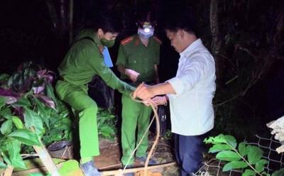 Đã ly hôn nhưng người đàn ông ở Đắk Lắk vẫn đổ chai thuốc sâu xuống giếng nhà vợ cũ: Sống cạnh nhà nhau