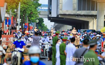Hà Nội: Ùn tắc tại các chốt kiểm soát 'vùng đỏ' trong ngày đầu áp dụng giấy đi đường mới