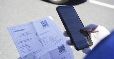 Được cấp Giấy đi đường bằng mã QR Code, người dân Đà Nẵng chỉ mất 5 giây để qua chốt kiểm soát
