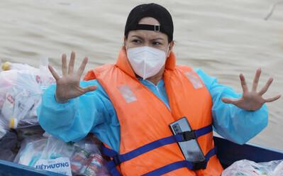 Việt Hương: 'Hôm nay chị xấu hơn, đen đi nhưng chị đang sống một cuộc đời rất ý nghĩa'