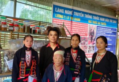 Chị Lý Thị Loanh tâm huyết với nghề thuốc nam gia truyền của dân tộc