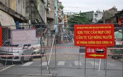 Hà Nội: Lập nhiều lớp rào chắn, phong tỏa khu nhà của cặp vợ chồng phát hiện dương tính SARS-CoV-2 khi đi khám bệnh