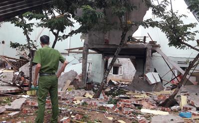 Vụ nổ làm sập nhà, 2 người tử vong ở Quảng Nam: Phát hiện thuốc nổ lấy từ bom, có thể do người chồng tự tử?