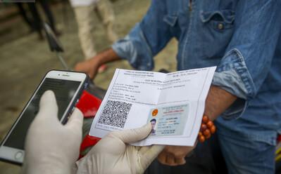 Bộ Công an sẵn sàng hỗ trợ Hà Nội cấp giấy đi đường điện tử gắn mã QR