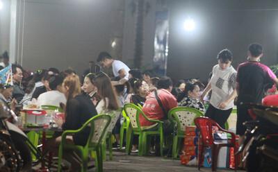 """TP.HCM cho phép mở lại dịch vụ ăn uống, chỉ bán mang đi: Hoạt động từ 6h đến 18h theo phương thức """"3 tại chỗ"""""""