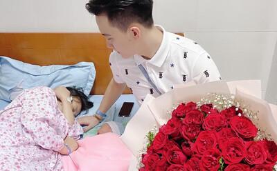 Vợ sinh quý tử đầu lòng, anh chồng Quảng Ninh chuyển luôn khoản tiền khủng: Bù đắp những ngày đi bộ hẹn hò