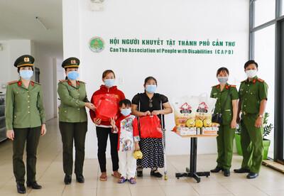 Công an TP Cần Thơ tổ chức Tết Trung Thu - Mừng năm học mới cho con em CBCS mắc bệnh hiểm nghèo có hoàn cảnh khó khăn