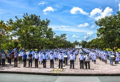 Trên 600 cán bộ, sinh viên Đại học Y Dược Cần Thơ lên đường chi viện cho tỉnh Kiên Giang chống dịch COVID-19