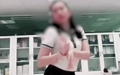 Cô gái mặc đồng phục Vietcombank tung clip trả lời 'sao kê TT có chuẩn không', khuyến mãi thêm điệu nhảy cực dẻo