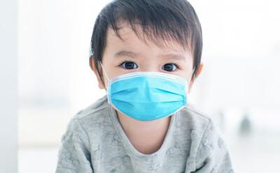 Triệu chứng Covid-19 ở trẻ em có khác người lớn? Dấu hiệu cần đưa trẻ đi cấp cứu ngay