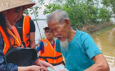 Người dân Quảng Bình: 'Cô Thủy Tiên từng về tận nơi trao tiền hỗ trợ nên tôi cũng muốn biết việc lùm xùm là thế nào'
