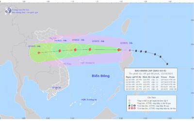 Bão số 8 đã vào Biển Đông, giật cấp 13 đang hướng vào miền Trung
