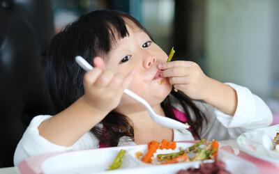 4 loại thực phẩm hạn chế cho trẻ ăn nhiều trước khi ngủ, nếu không sẽ ảnh hưởng chiều cao, quá tải dạ dày trẻ