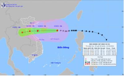 Bão số 8 cách quần đảo Hoàng Sa khoảng 270km, giật cấp 14