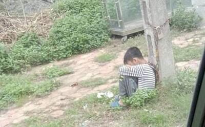 Vụ cha ruột xích cổ con vào cột điện ven đường ở Lạng Sơn: Do con lười học