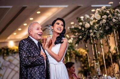 Tranh cãi chuyện gái Việt yêu tỷ phú hơn 46 tuổi đi thi Hoa hậu Hoàn vũ: 'Đính hôn rồi vẫn thi được à?'