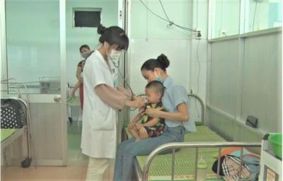 Bệnh tay chân miệng ở trẻ em đang bùng phát mạnh tại Quảng Nam, Quảng Ngãi