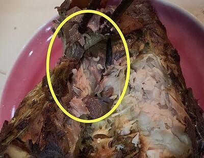 NÓNG: Công an xác minh vụ dòi bò lúc nhúc trong khúc cá kho tại cửa hàng ở Hà Nội