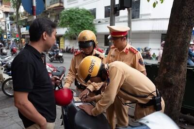 Thanh tra Bộ Công an làm việc với người tố cảnh sát giao thông Tân Sơn Nhất