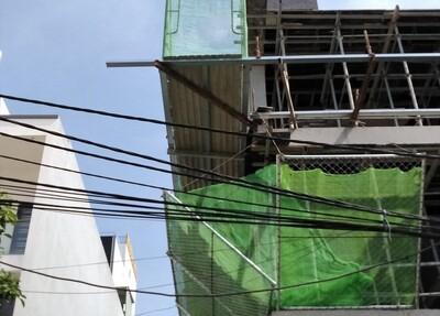 Đà Nẵng: Xử phạt chủ đầu tư công trình 8 tầng 'uy hiếp' nhà liền kề