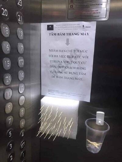 Hà Nội: Chung cư dùng tăm bấm thang máy phòng Covid-19